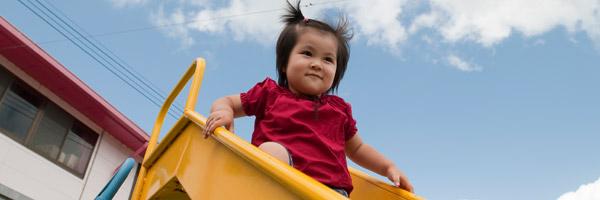 あけぼの保育園は、「ともに育ちあう」をテーマに、生きる力を育み、人として調和のとれた子どもの育成を目指しています。